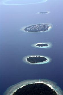 <b>Maldives</b><br>Selection of 13 items